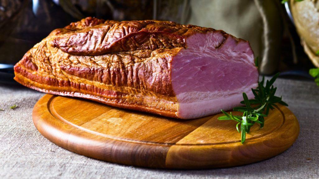 Мясо копченое